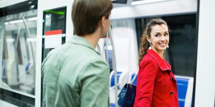 toplu ulaşım araçlarında kızla tanışmak